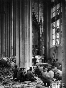 American soldiers at Mass in the ruins of Cologne cathedral. This image calls to mind the scene described above from 28 December 1916.